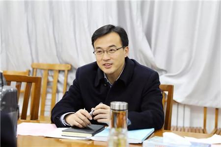12月15日上午,市政府副市长任庆虎在市民政局局长任广德及有关负责人